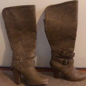 6.5 Brown Knee-high boots with heel